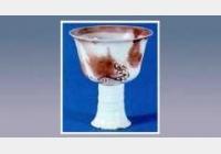 釉里红彩斑高足转杯的图片,尺寸,年代,器形,特征,纹饰