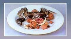 粉彩果品蟹盘的图片,尺寸,年代,特征,纹饰,器形