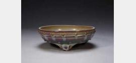 清雍正仿钧玫瑰紫釉鼓钉三足花盆托的图片,特点,年代,鉴赏
