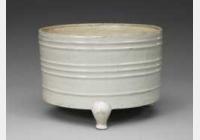 北宋定窑白釉弦纹三足樽的图片,特点,年代,鉴赏,馆藏