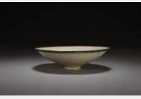 北宋定窑白釉印花缠枝菊纹笠式碗的图片,特点,年代,鉴赏,馆藏