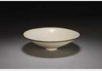 北宋定窑白釉印花凤衔花纹笠式碗的图片,特点,年代,鉴赏,馆藏