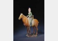 唐三彩骑马狩猎俑的图片,特点,年代,鉴赏,馆藏