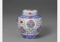 清雍正斗彩团花菊蝶纹盖罐的图片,特点,年代,鉴赏,馆藏