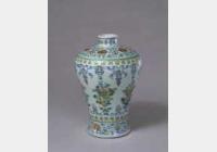 清雍正斗彩缠枝花纹梅瓶的图片,特点,年代,鉴赏,馆藏