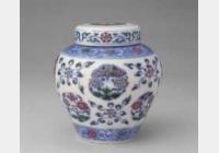 明成化斗彩团花菊蝶纹罐的图片,特点,年代,鉴赏,馆藏