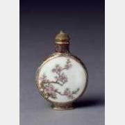 清乾隆粉彩梅花图瓷鼻烟壶的图片,特点,年代,鉴赏,馆藏