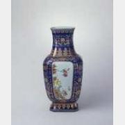 清乾隆霁蓝釉描金地开光粉彩花鸟纹方瓶的图片,特点,年代,鉴赏