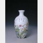 清乾隆珐琅彩花卉纹瓶的图片,特点,年代,鉴赏,馆藏