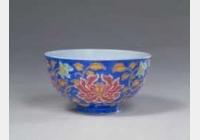 清康熙蓝地珐琅彩缠枝牡丹纹碗的图片,特点,年代,鉴赏,馆藏