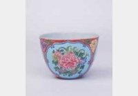 清康熙红地开光珐琅彩牡丹纹杯的图片,特点,年代,鉴赏,馆藏