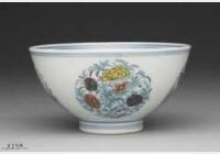 清代雍正窑青花斗彩团花小碗的图片,特点