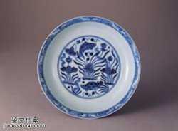 明代宣德窑青花莲塘鱼藻纹盘的图片,特点,价格,鉴赏,馆藏