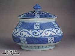 明代宣德窑青花卷草斜格网纹盖罐的图片,特点,价格,鉴赏,馆藏