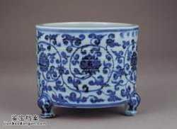 明代宣德青花缠枝莲纹三足炉的图片,特点,价格,鉴赏,馆藏