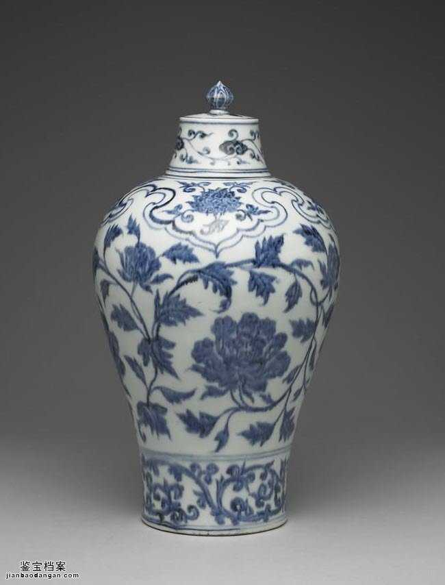 明代永乐青花牡丹花纹带盖梅瓶的图片