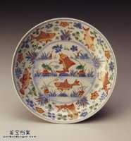 明代嘉靖青花五彩莲塘鱼藻盘的图片,特点,价格,鉴赏,馆藏