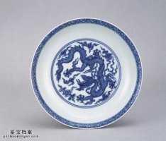 明代成化窑青花波涛白龙纹盘的图片,特点