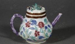 免费鉴宝第96期:清乾隆时期粉彩堆塑花卉纹带盖执壶