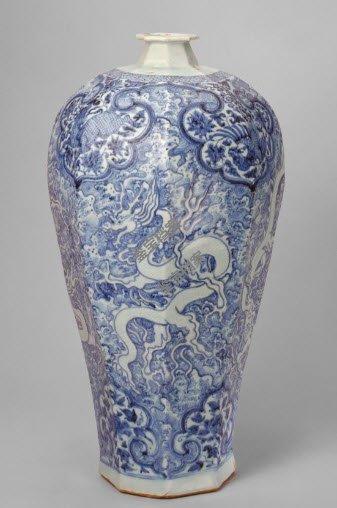 元代景德镇窑青花海水白龙纹八方梅瓶档案